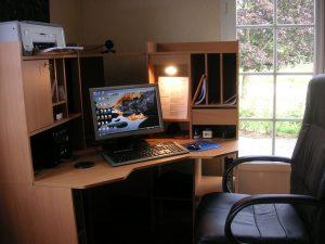 Arbeitsplatz PC-Tisch